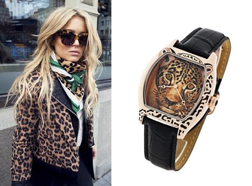 Женские часы Картье в золоте бочкообразной формы с мордой леопарда на циферблате