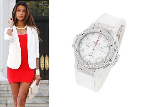 Женские часы Хубло с камнми на белом ремне