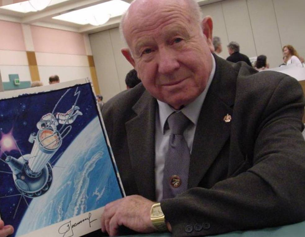 Космонавт Олексій Леонов першим вийшов у відкритий космос