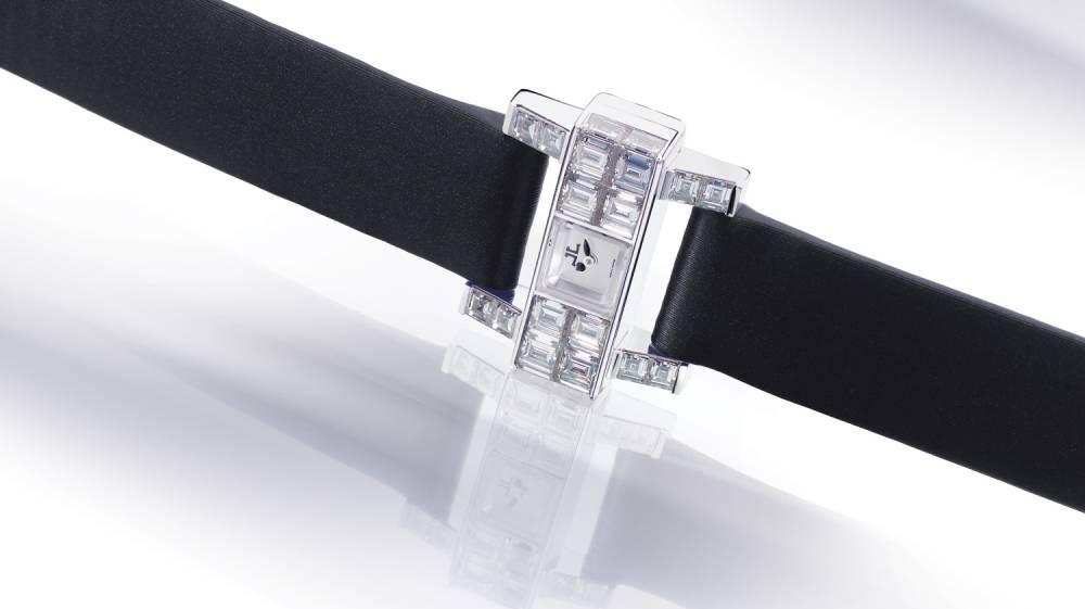 Наручний годинник Jaeger-LeCoultre 101 Etrier на шкіряному браслеті з посипаною діамантами пряжкою