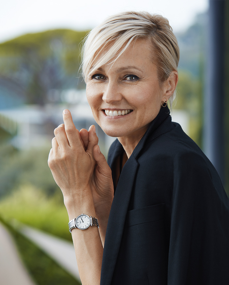 Офіційна представниця бренду Longines в наручному годиннику Longines La Grande Classique