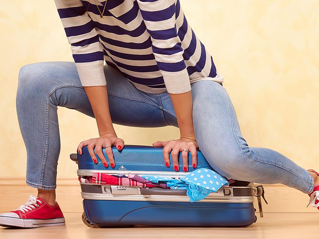Як компактно скласти речі у валізу?