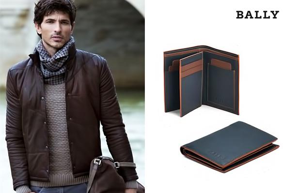 Мужское портмоне-бифолдер - компактный аксессуар, который складывается два раза и хорошо помещается в кармане пиджака или куртки